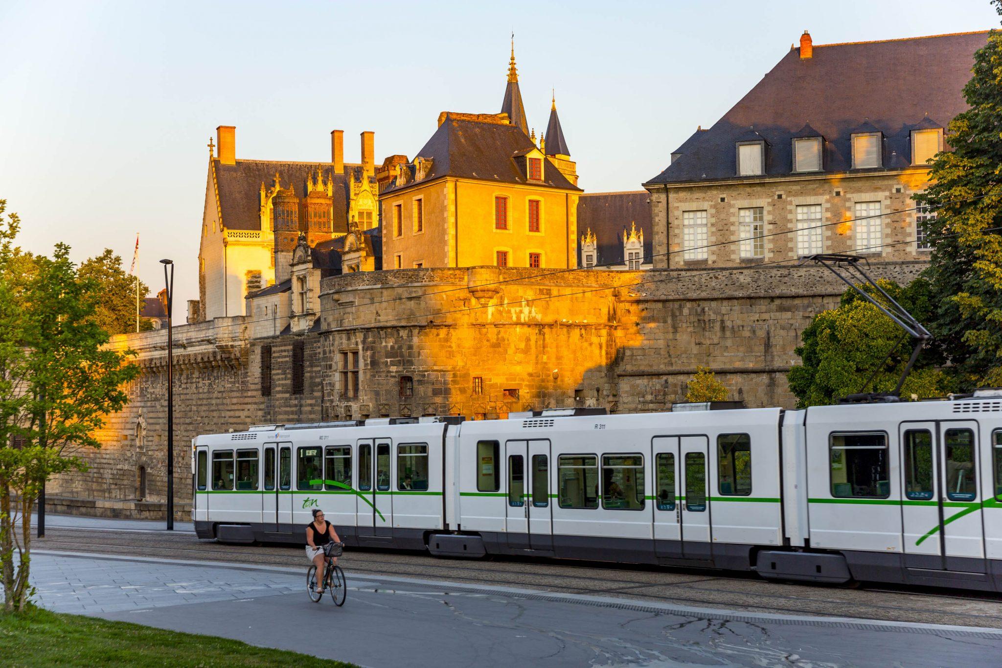 Tram de Nantes transport en commun accessibilité