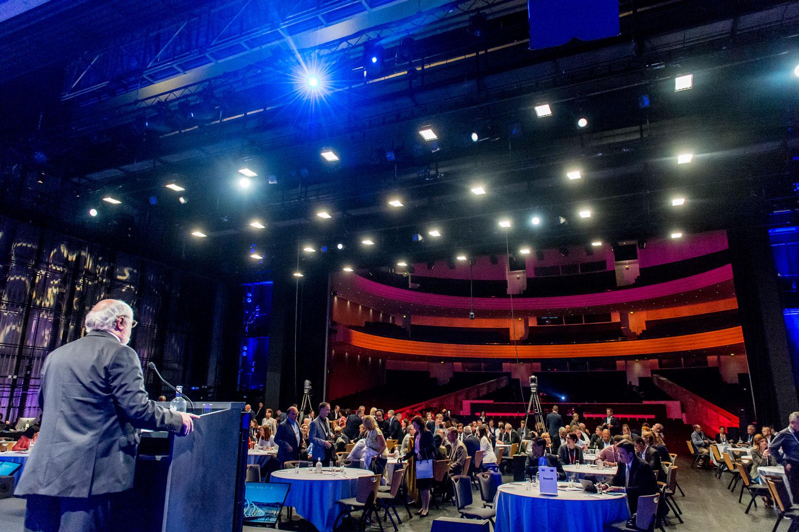 Arrière scène du grand auditorium de la Cité des congrès de Nantes événement congrès soirée de gala